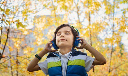 Onzichtbare hoorapparaten zijn tegenwoordig erg populair
